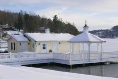 Casa do lago na doca Imagens de Stock