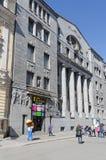 Casa do museu gigante das ilusões na rua de Bolshaya Morskaya, St Petersburg, Rússia Imagens de Stock