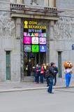 Casa do museu gigante das ilusões, St Petersburg, Rússia Fotos de Stock Royalty Free