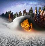 Casa do Natal nos Carpathians fotos de stock royalty free