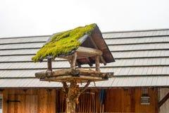 Casa do pássaro para viver imagem de stock