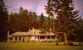 Casa do país com patamar Imagem de Stock Royalty Free
