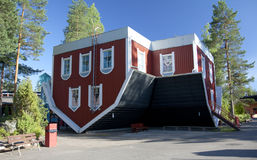 Casa do passeio das surpresas no parque de diversões Tykkimaki Fotos de Stock