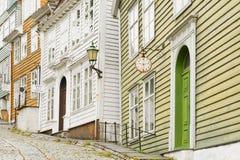 A casa do relojoeiro, oficinas de pintura e loja dos cosméticos em Gamle Bergen Museum idoso foto de stock