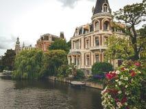 Casa do rio da flor imagem de stock