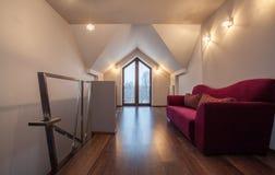 Casa do rubi - sofá no corredor foto de stock
