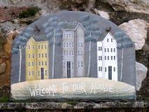Casa do sinal bem-vindo Fotografia de Stock Royalty Free