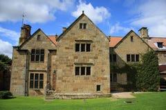 Casa do solar do convento da benevolência da montagem Fotos de Stock Royalty Free