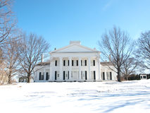 Casa do solar no inverno Fotos de Stock