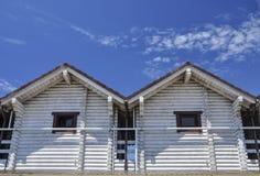 Casa dois suportada branca imagem de stock