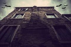 Casa e bastões velhos Fotos de Stock Royalty Free