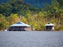 Casa e cabina caraibiche nel Panama Fotografia Stock