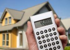 Casa e calculadora modernas imagens de stock royalty free