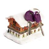 Casa e chaves isoladas Imagens de Stock