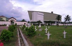 Casa e cimitero commemorativi dei tsunami Fotografie Stock Libere da Diritti