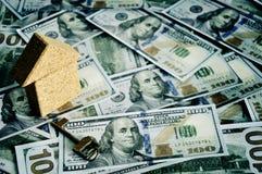 Casa e dinheiro no empréstimo do alojamento do dólar Imagem de Stock