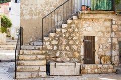 Casa e escadas velhas em Dubrovnik Fotos de Stock Royalty Free