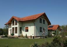 Casa e giardino Immagine Stock