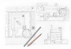 Casa e giardino del disegno dell'architetto fotografia stock libera da diritti