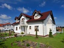 Casa e gramado Imagem de Stock Royalty Free