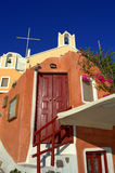 Casa e iglesia de hadas en Oia, Santorini Imagenes de archivo