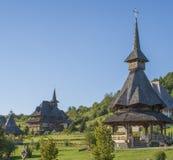 Casa e iglesia de madera Imagen de archivo libre de regalías