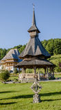 Casa e iglesia de madera Fotos de archivo libres de regalías