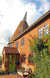 Casa e jardins bonitos de forno de secagem de kent fotos de stock royalty free