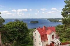 Casa e lago vistos de cima em Tampere Fotos de Stock