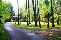 Casa e natureza no distrito de Panevezys perto da vila de Karsakiskis Fotografia de Stock