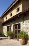 Casa e patio di pietra italiani della villa Immagini Stock