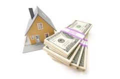 Casa e pile di soldi isolate Fotografia Stock Libera da Diritti