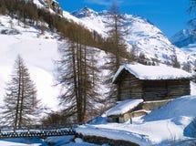 Casa e ponticello della montagna Fotografia Stock
