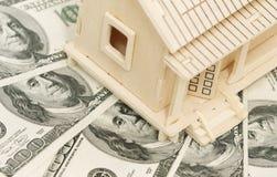 Casa e soldi immagini stock