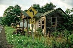 Casa ed automobile abbandonate Fotografia Stock Libera da Diritti
