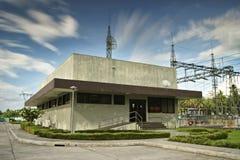 Casa eléctrica del control de la subestación eléctrica Imagen de archivo