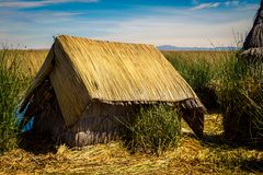 Casa el lago Titicaca de Reed Fotos de archivo libres de regalías