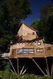 Casa em a árvore do jardim de Alnwick Imagem de Stock