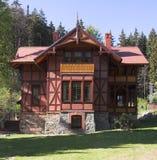 Casa em montanhas Foto de Stock