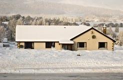 Casa em montanhas escocesas fotos de stock royalty free
