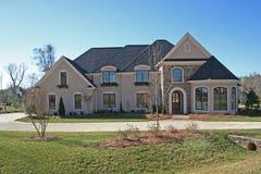 Casa em um dia desobstruído Imagem de Stock Royalty Free