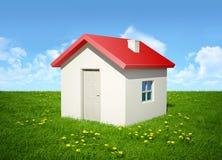 A casa em uma grama Fotos de Stock Royalty Free
