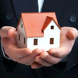A casa em uma mão Imagem de Stock Royalty Free