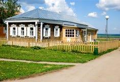 Casa em uma vila Foto de Stock Royalty Free