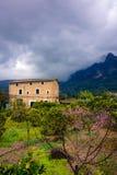 Casa em uma vila Foto de Stock