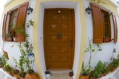 Casa em uma vila grega Imagens de Stock Royalty Free