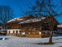 Casa en Baviera en invierno fotos de archivo libres de regalías