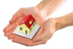 Casa en buenas manos Imagen de archivo libre de regalías