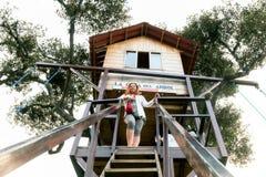Casa en el árbol de madera hecha a mano Imagen de archivo