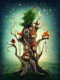 Casa en el árbol mágica stock de ilustración